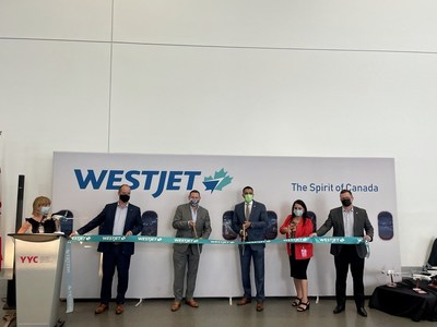 WestJet celebrates the inaugural flight of its new route between Calgary and Amsterdam. (CNW Group/WESTJET, an Alberta Partnership)