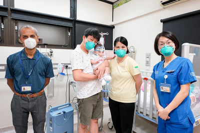 Kwek Yu Xuan with her family at the National University Hospital (NUH), Singapore, together with Associate Professor Zubair Amin, Head & Senior Consultant, Department of Neonatology, Khoo Teck Puat - National University Children's Medical Institute, NUH (left) and Ms Zhang Suhe, Advanced Practice Nurse and Nurse Clinician, Department of Neonatology, NUH (right).