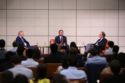 From left, panelists David Dreier '75, Steve Bullock '88 P'24, and moderator Prof. Jack Pitney during the Dreier Roundtable's inaugural Civility Award presentation at the Athenaeum.